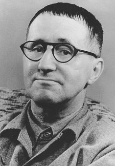 455px-Bundesarchiv_Bild_183-W0409-300,_Bertolt_Brecht