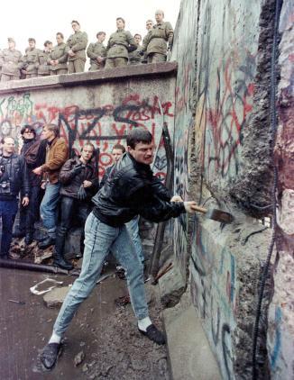 141104-berlin-wall-neely-cover_797841cef809c14ad288e65a8e007628
